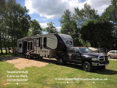 Fifth wheel trailer
